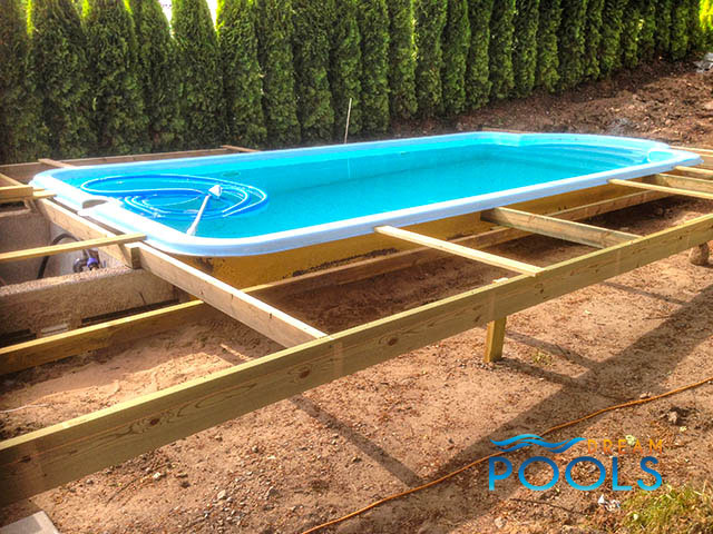 polyester zwembad, polyester zwembaden, monoblock zwembad, monoblock zwembaden, glasvezel zwembad, glasvezel zwembaden, tuin zwembad, tuin zwembaden, inbouw zwembad, inbouw zwembaden, zwembad, zwembaden, zwembadoverkapping, zwembadoverkappingen, zwembad dakwerk, zwembaden dakwerk, polyester pool prijs, dreampools transport 16